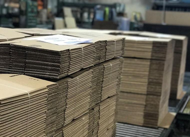 san xuat thung carton theo yeu cau Nhà máy sản xuất bao bì giấy